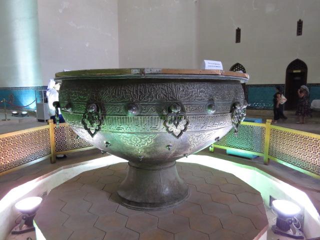 2000kg Cauldron