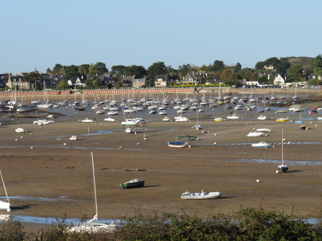 Boats left high and dry with tidal movements