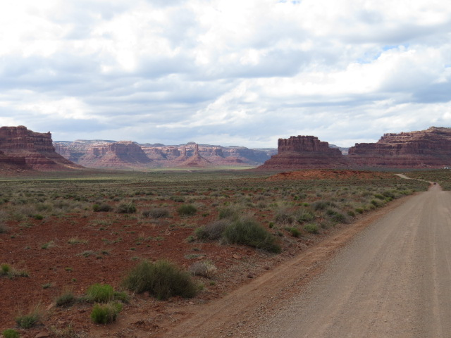 Driving in to Valley of the Gods