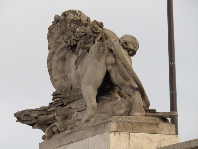 Paris Sculptures adorn the City!!
